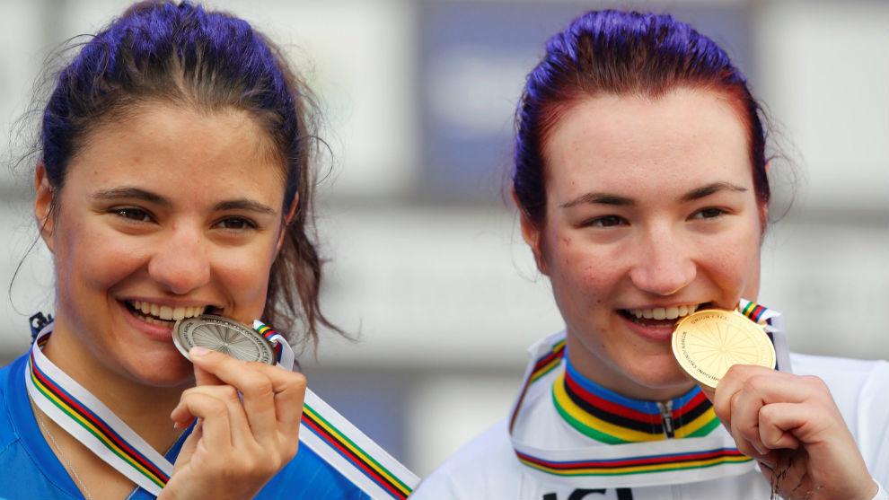 Alessia Vigilia (i) y Elena Pirrone, con el maillot arcoíris.