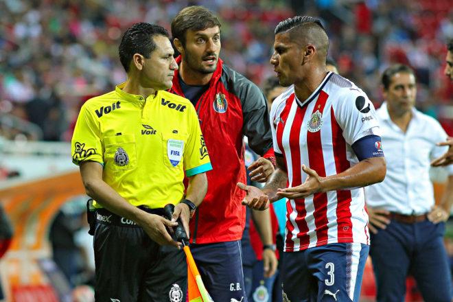 Salcido en el Estadio Chivas.