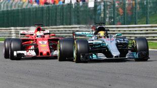 Hamilton lidera el pasado GP de Bélgica con Vettel detrás.