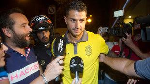Vitolo, a su llegada al hotel de concentración de Las Palmas en...