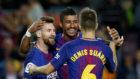 Paulinho se abraza a Messi y Denis Suárez