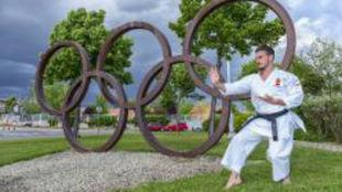 Damián Quintero, delante del símbolo de los Juegos Olímpicos en...