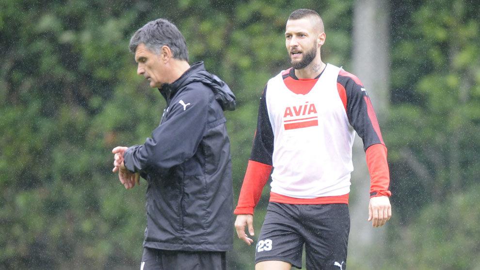 Mendilibar y Juncá en un entrenamiento del Eibar.