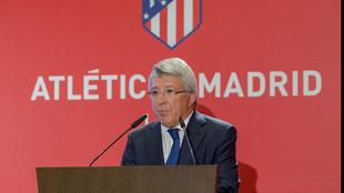 Enrique Cerezo, durante un acto en el Vicente Calderón.