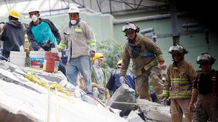 Rescatistas tras el sismo de México.