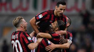 Los jugadores del Milan celebrando un gol