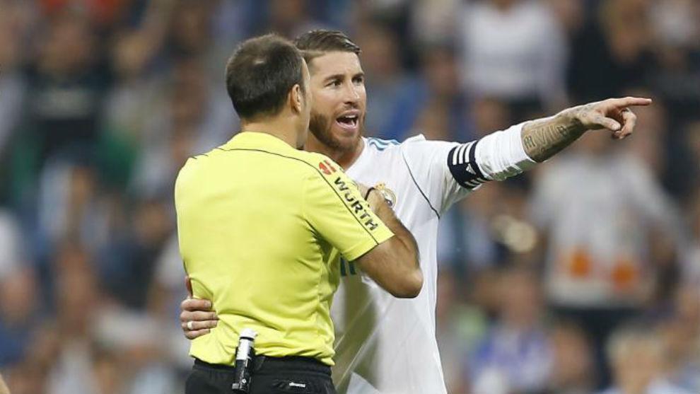 Ramos con Mateu durante el partido