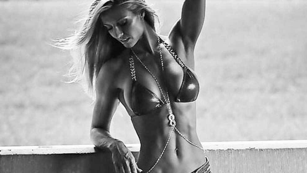 La famosa preparadora física y modelo de bikinis Callie Bundy ha...