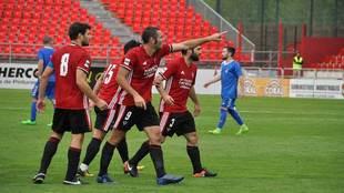 Diego Cervero celebra un gol en Anduva esta temporada