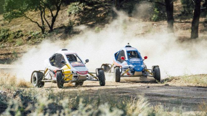 Carlos Sainz padre e hijo compiten con dos cars-cross.