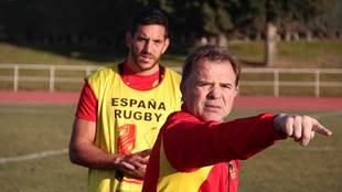 Santiago Santos señala durante un entrenamiento de la selección...