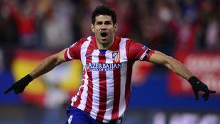 Costa festeja un gol con la camiseta del Atlético.