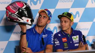 Álex Rins presenta el casco que usará en Aragón