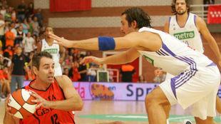 Jorge García ante Tunçeri, en un Madrid vs Fuenla de ACB
