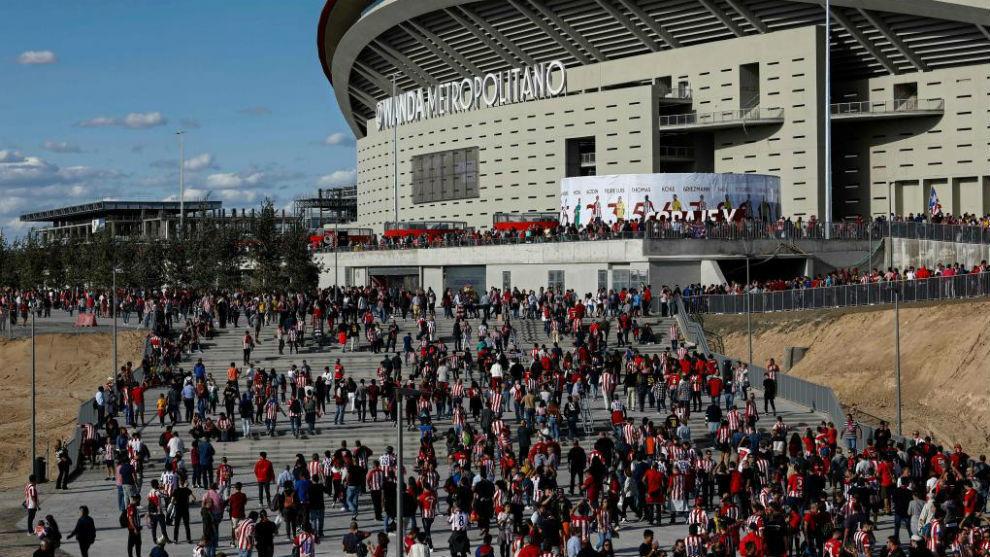 La afición rojiblanca llegando al Wanda Metropolitano