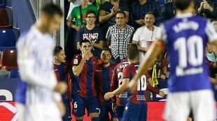Los jugadores del Levante celebran el tanto de Chema