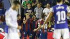 Chema celebra junto a sus compañeros su golazo a la Real Sociedad.