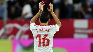 Navas aplaude a la afición tras el triunfo ante la UD Las Palmas.