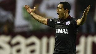 José Sand celebra el primer gol de Lanús ante San Lorenzo