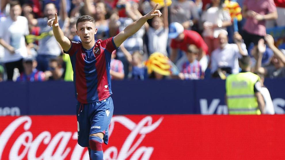 Bardhi celebera un gol frente al Valencia