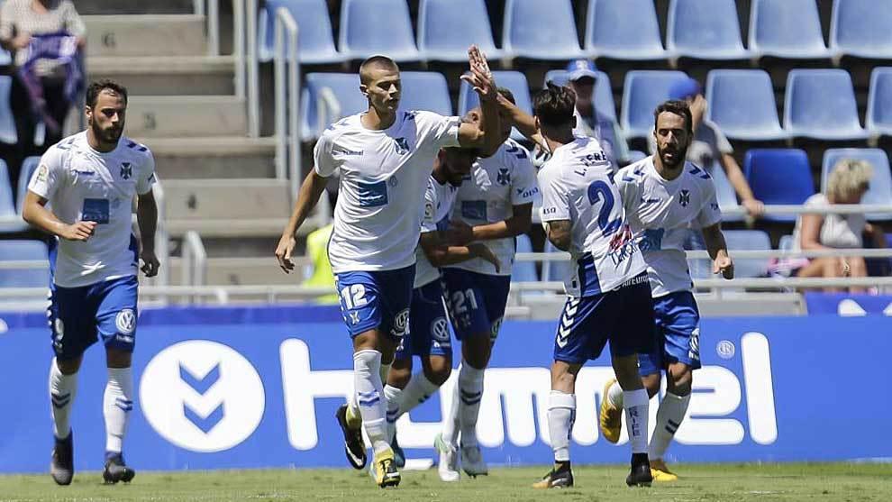 Longo celebra con sus compañeros uno de los goles al Granada