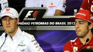 Fernando Alonso y Michael Schumacher, en el GP de Brasil de 2012