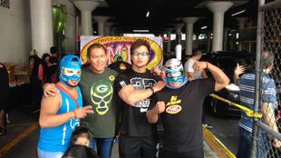 Centro de acopio del CMLL en el estacionamiento de la Arena México