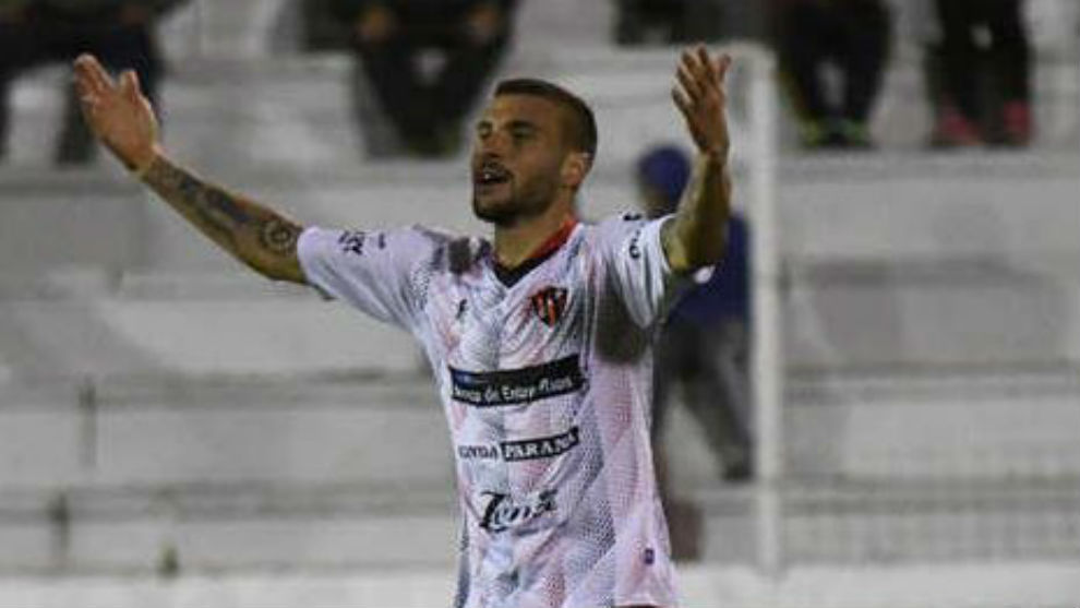 Sebastián Ribas celebra su gol contra Atlético Tucumán.