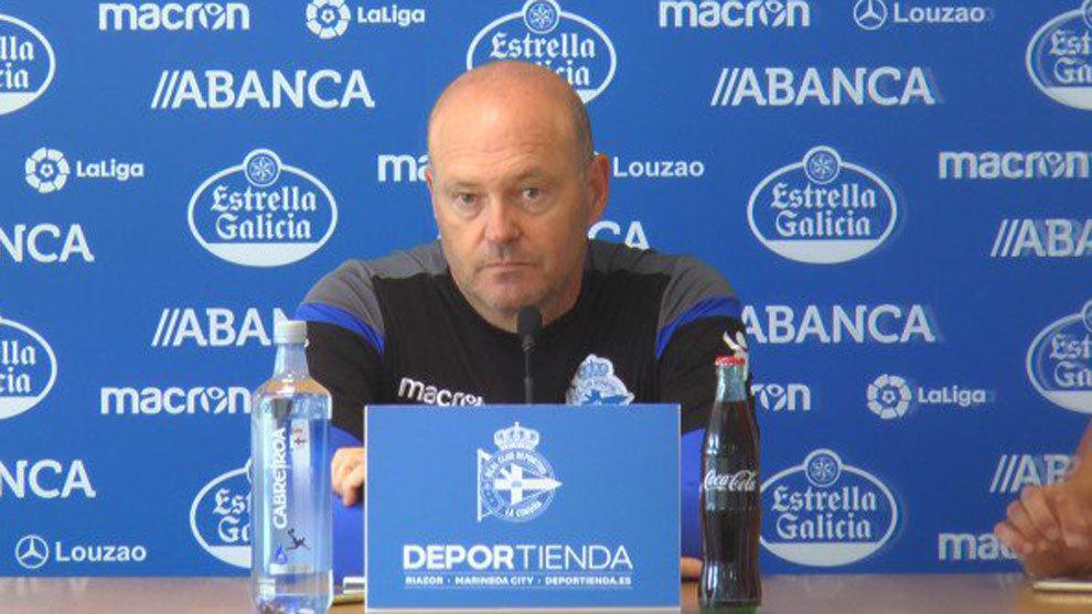 Pepe Mel en rueda de prensa después del entrenamiento del Deportivo.