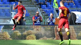 El Shaarawy (24) y Dzeko (31) celebrando un gol