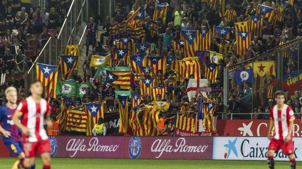 f75e248a64176 FC Barcelona  Cánticos y cientos de esteladas en el minuto 17 del ...
