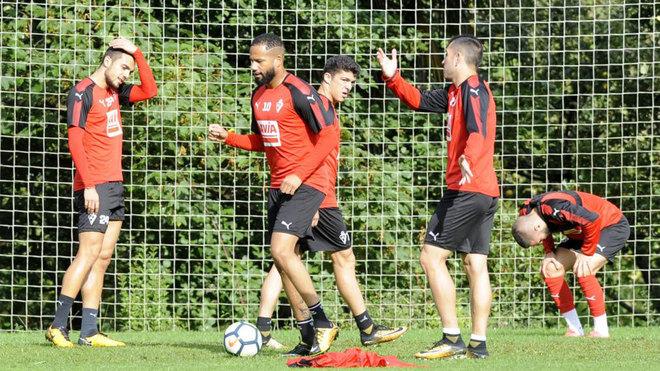 Los jugadores del Eibar se ejercitan durante un entrenamiento.