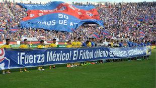 Los chilenos honraron la memoria de las víctimas en México