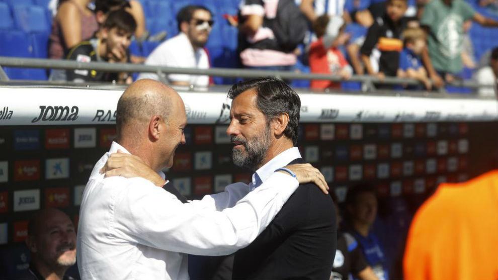 Mel y Quique se saludan antes del encuentro en el RCDE Stadium.