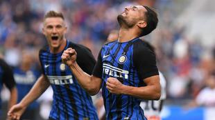 Danilo D'Ambrosio (29) celebra el gol de la victoria