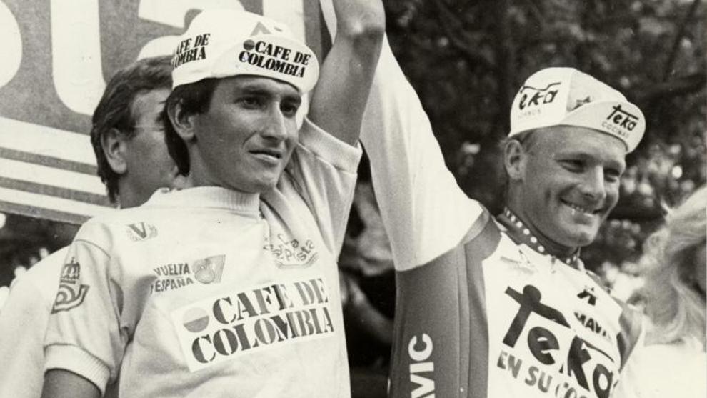 Herrera (izquierda), durante la Vuelta a España en 1987