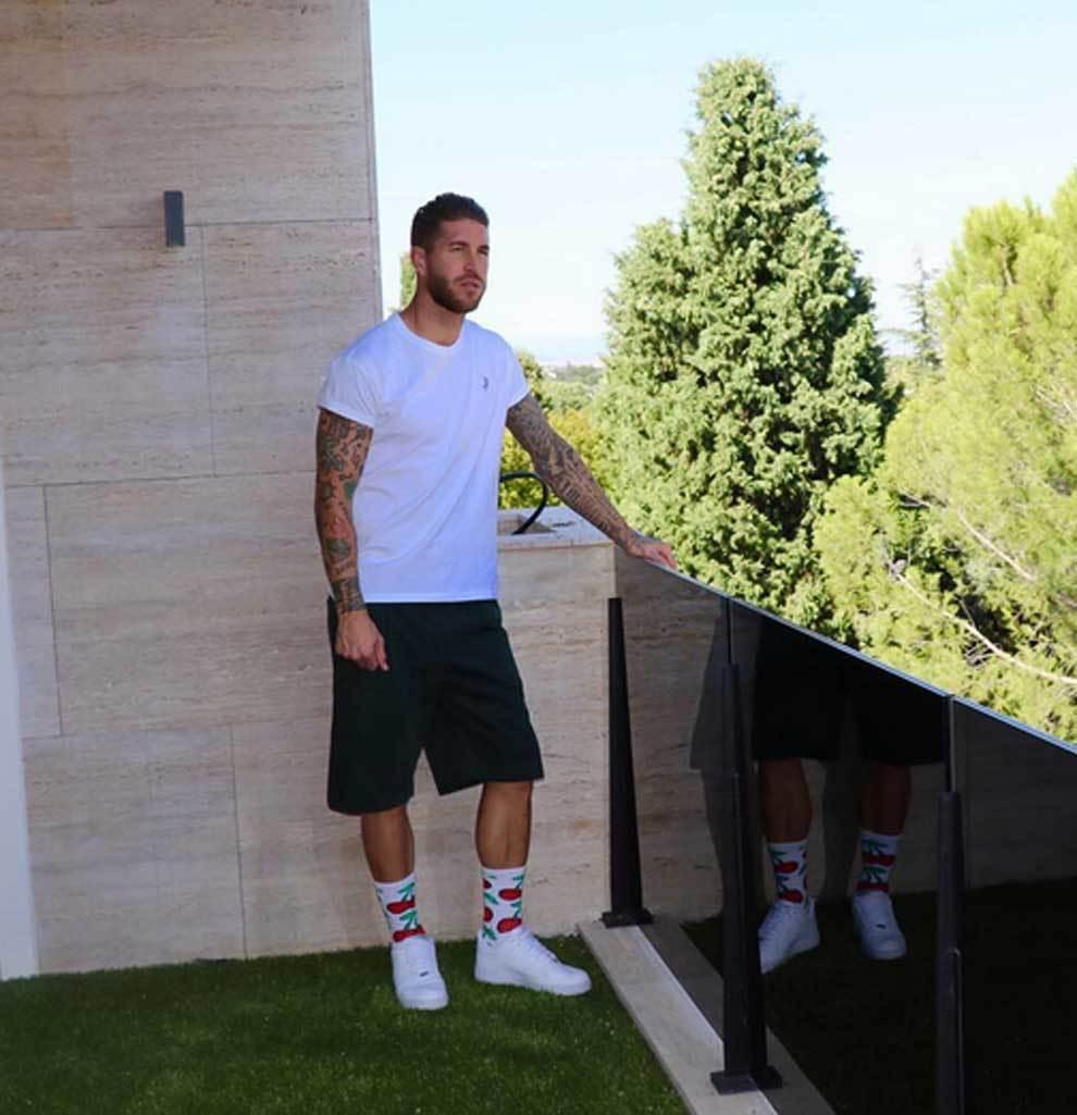 Sergio Ramos luciendo los calcetines con los que ha conquistado...