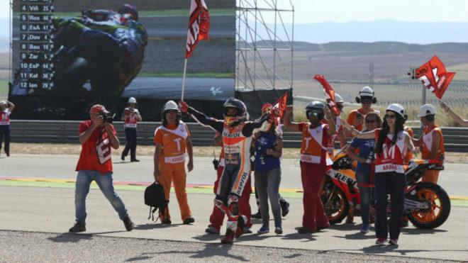 Márquez celebra la victoria en MotorLand.