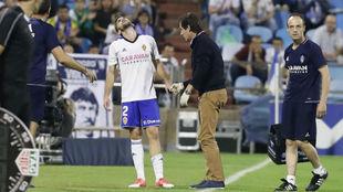 Alberto Benito se va lesionado en el partido contra el Nástic de este...