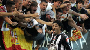 Los aficionados del Castell�n celebran un gol en Castalia