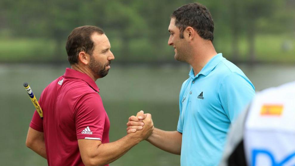 Sergio García y Jon Rahm se desean suerte antes de una prueba.