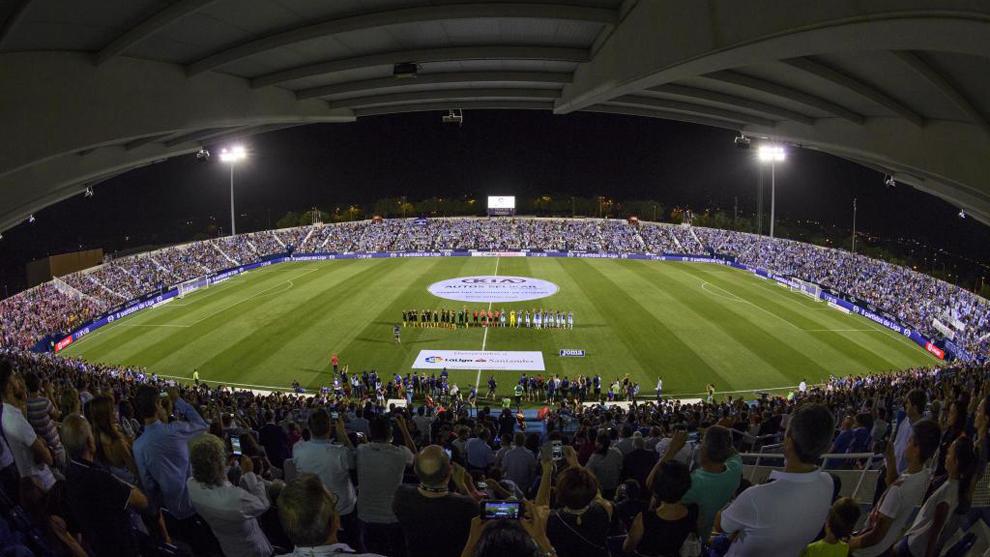 Butarque en la noche del estreno como estadio de Primera.