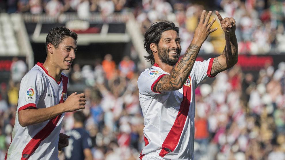 Domínguez celebra si gol ante la Cultural Leonesa