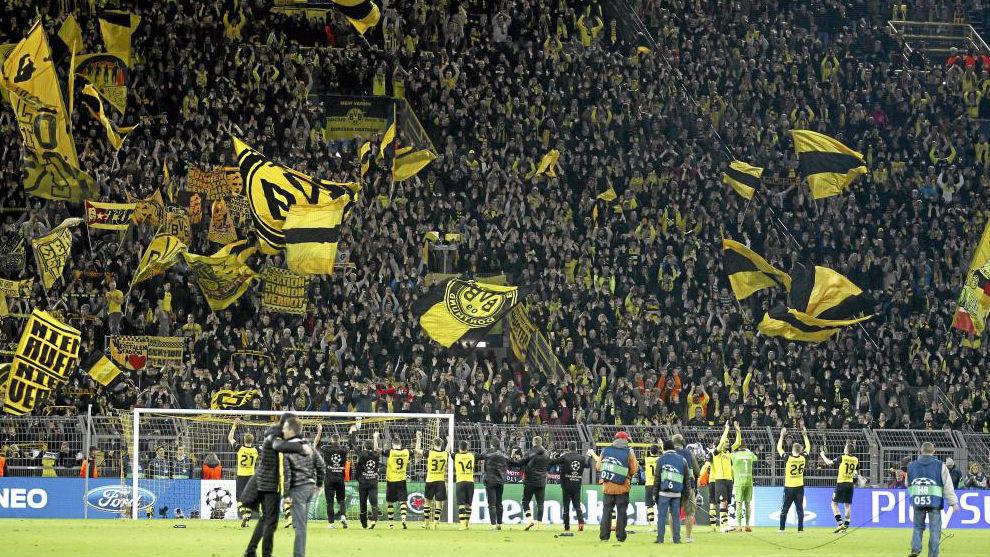El Borussia agradece el apoyo a su afición en un partido frente al...