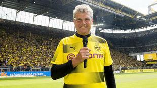 Norbert Dickel en el estadio.