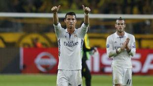 Cristiano Ronaldo en el Signal Iduna Park el año pasado con Bale de...