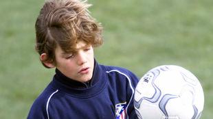 Marcos Alonso, a los 10 años, en El Cerro, durante un entrenamiento...