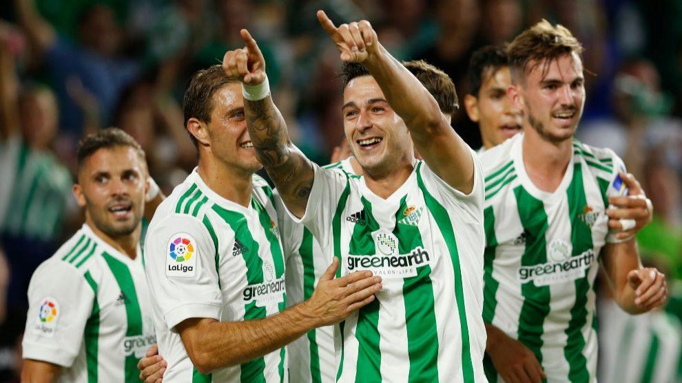 León, celebrando su gol