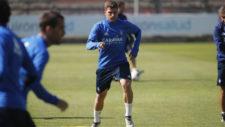 Raúl Guti realiza un ejercicio en un entrenamiento.