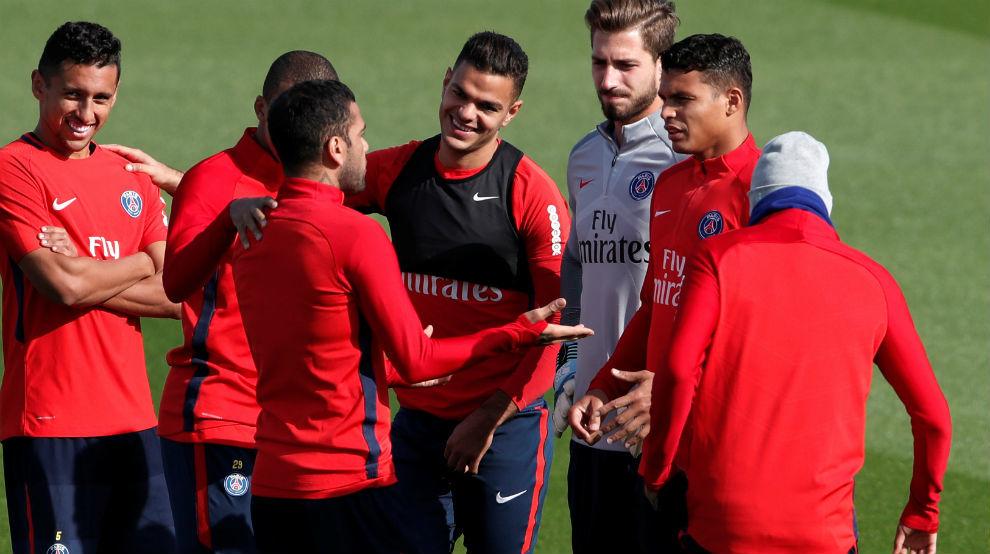 Ben Arfa en el centro de la imagen durante un entrenamiento del PSG.